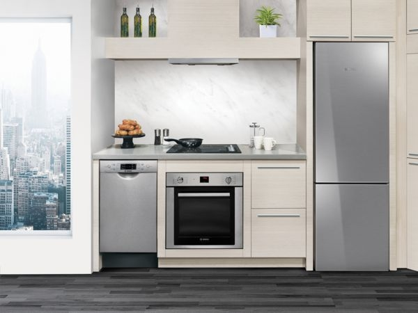 This sophisticated suite of cooktops, pro ranges, wall ovens