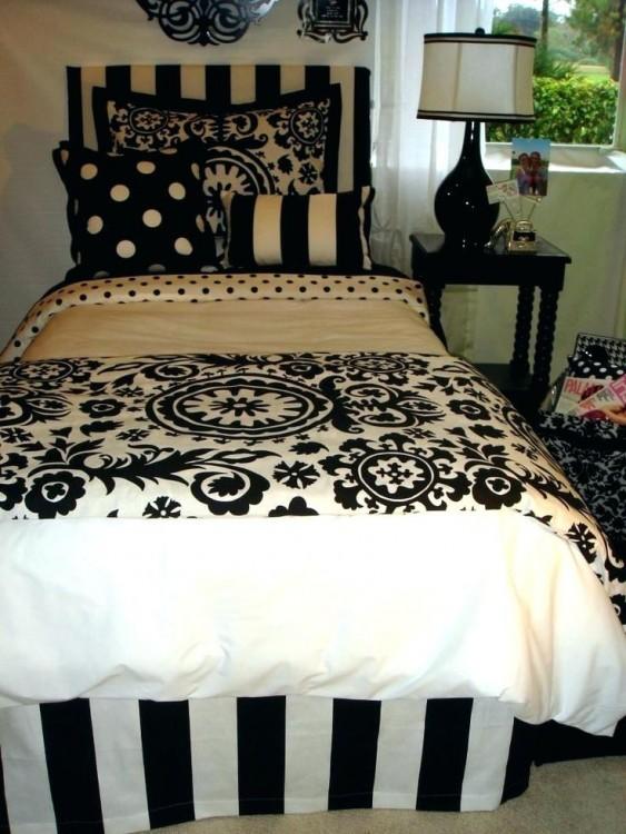 bedroom damask wallpaper extraordinary damask bedroom ideas
