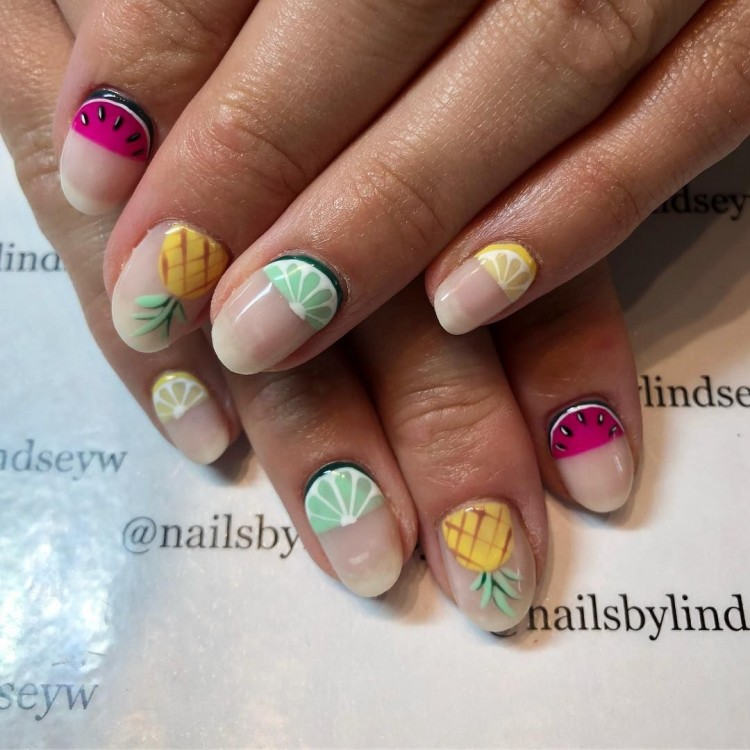 com Water and Sand Beach Nails